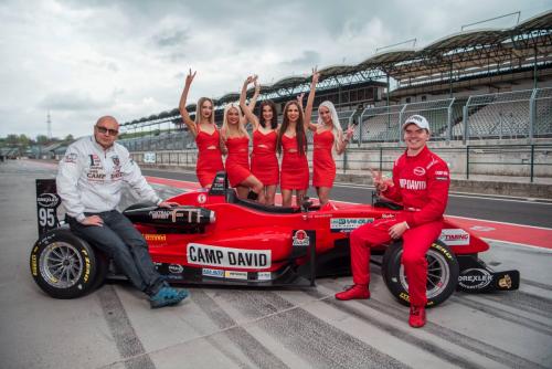 Promoteam Metropol Press Girls na Formuli F3 v Hun
