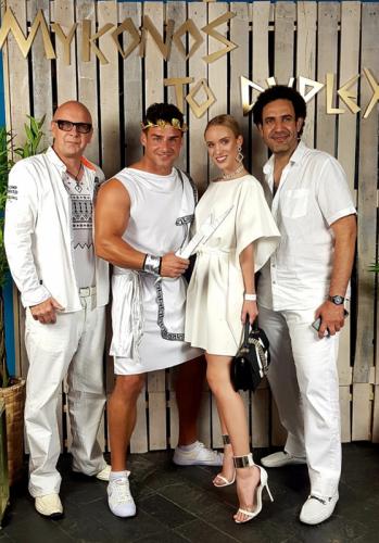 White párty s přáteli v Duplexu červenec 2019